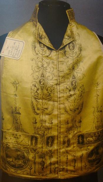 Expert en Etoffes, Costumes et Papiers peints anciens