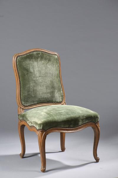 Philocale auctioneer in collaboration with our experts specialized in free  valuation and free appraisal Authenticite auctioned a French Louis XV chair  ... - Free Valuation - Antiques Furniture - French Armchair - Appraisal