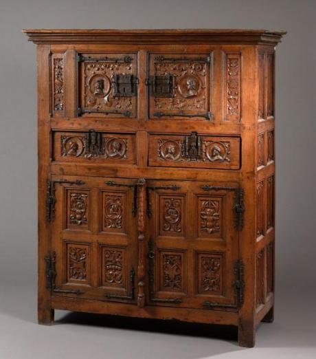 Guillaume Le Floc'h auctioneer in collaboration with our experts  specialized in free valuation and free appraisal auctioned a early 16th  century wedding ... - Free Valuation - Antiques Furniture - Cabinet - French Armchair